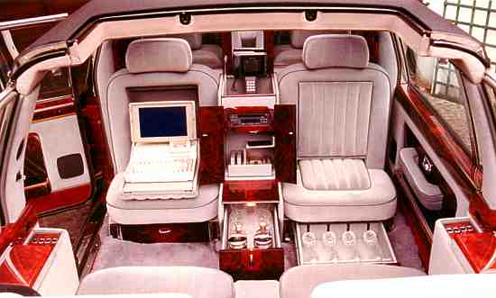 Car of the month april 1999 rolls royce silver spirit for Interieur limousine